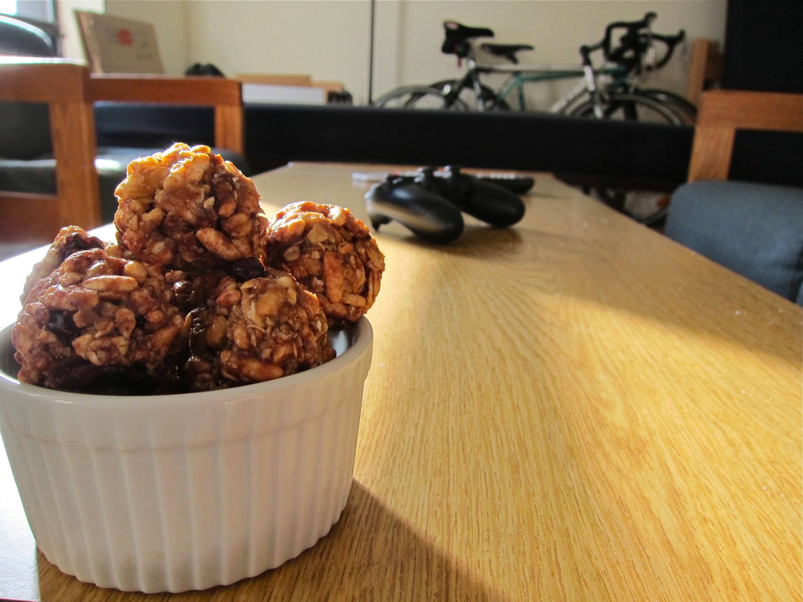Homemade Snack: The Weelicious Chewy Granola Balls   Figsinmybelly